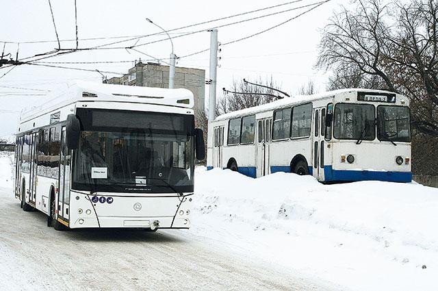 Новая модель троллейбуса и ветеран «ЗиУ».
