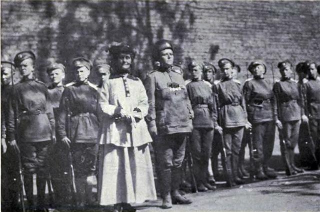 Мария Бочкарёва, Эммелин Панкхёрст и солдаты Женского батальона