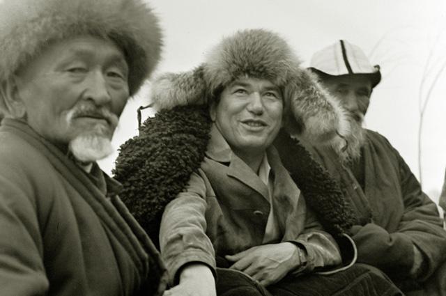 Чингиз Айтматов (в центре). 1975 год