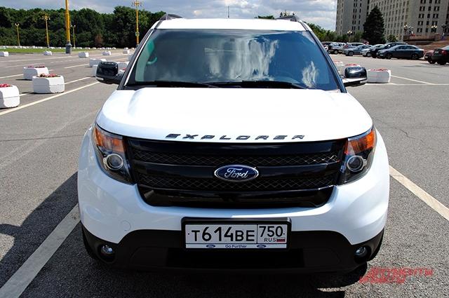 Ford Explorer Sport выглядит неумеренно и гротескно, как американский патриотический пафос.