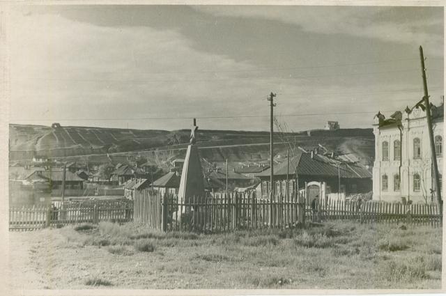 Братская могила на Советской площади.