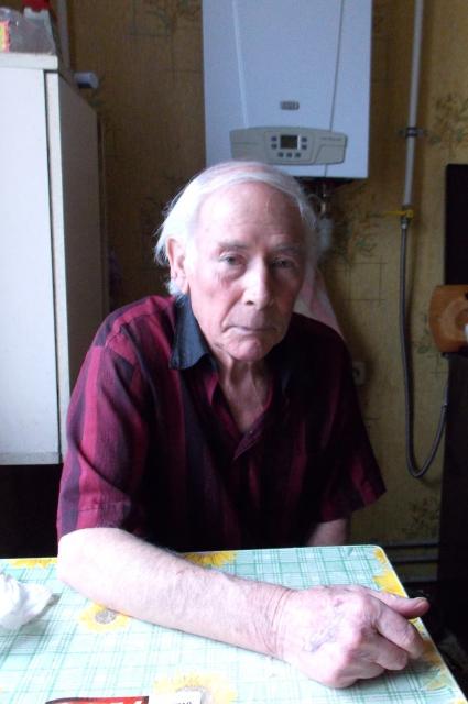 88-летнему Дмитрию Ивановичу Лютову приходится ездить за льготными лекарствами через весь город.