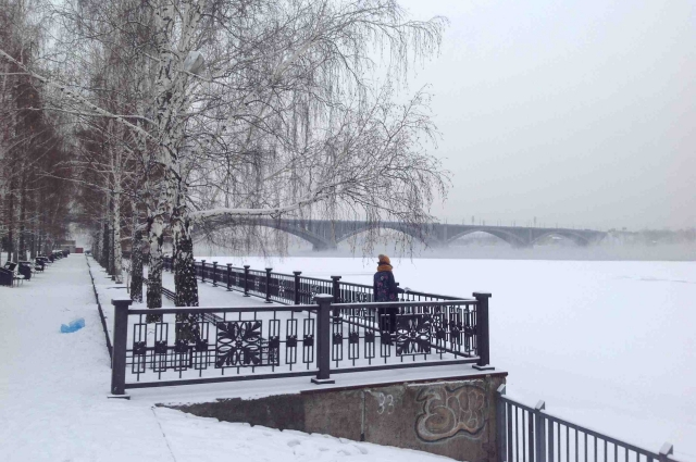 Коммунальный мост в Красноярске знаком всем, так как изображен на 10-рублевой купюре.