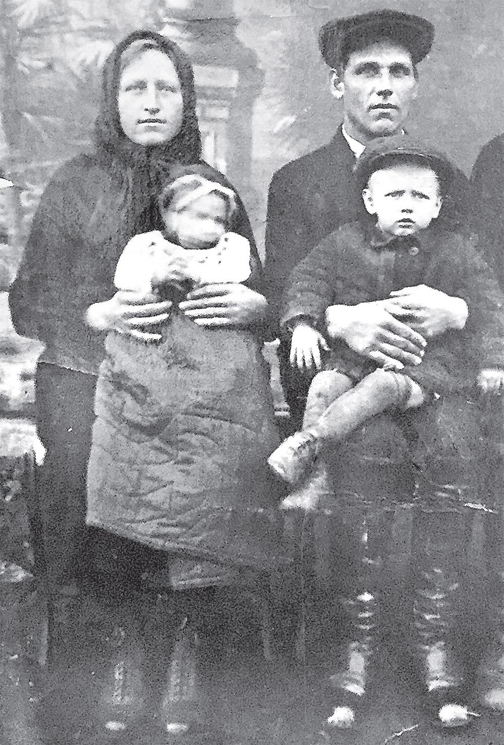 Война оторвала от беременной жены и двух сыновей.