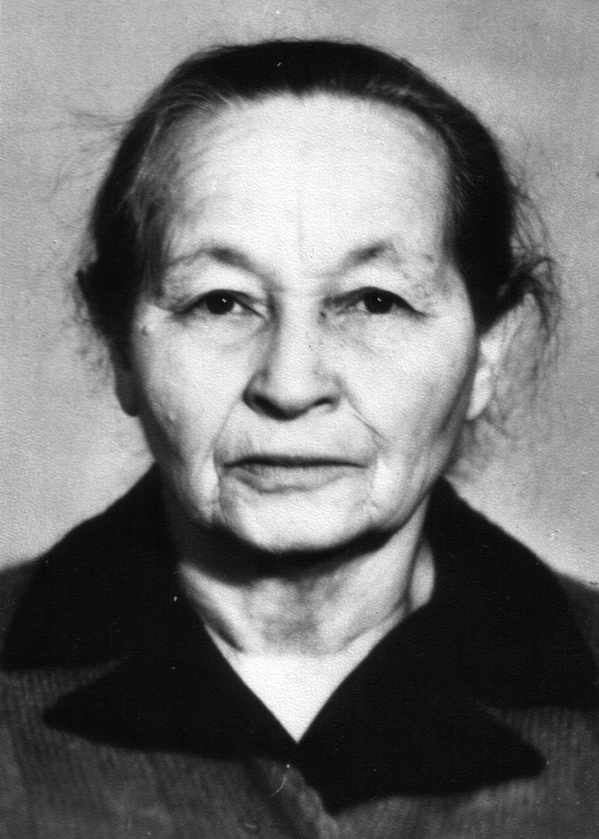 Бабушка Андрея - Ольга Евгеньевна.