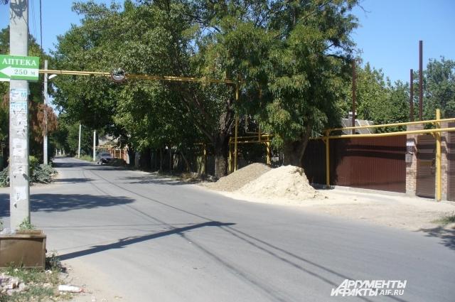 Посёлок Каратаева входит в черту Ростова-на-Дону, недвижимость здесь очень дорогая.