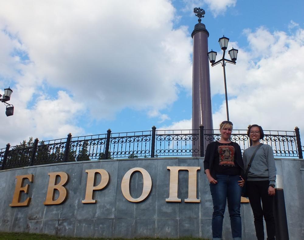 Перед семьей Кобяковых стоит непростая задача - познакомить Дженни с культурой нашей страны и Среднего Урала в частности. А также помочь девушке освоить русский язык.