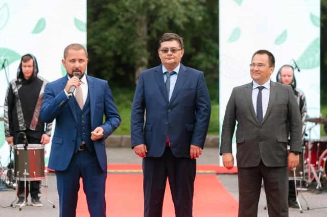 Участников поприветствовали руководство компании и представители региональной власти.