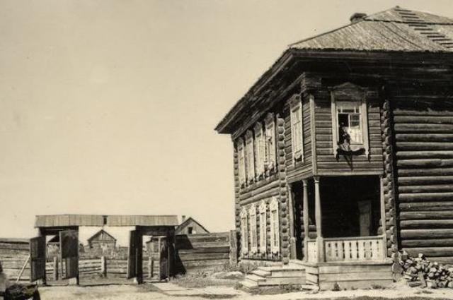 Здание полицейского управления. Нарым, начало XX века.
