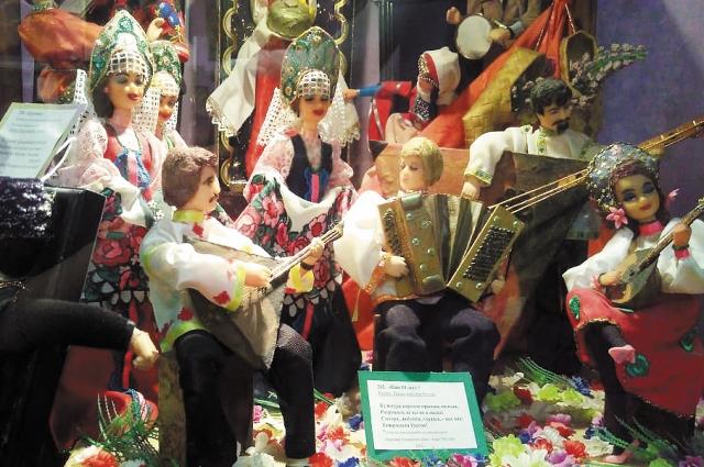 В оркестре «Танцы народов России» 16 персонажей на 15 республик.