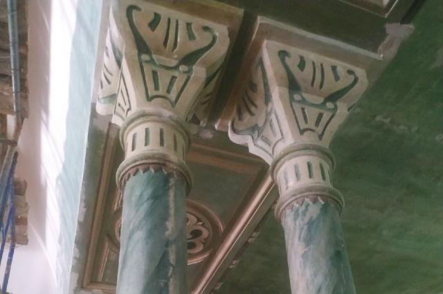 Чугунные фонарные столбы.