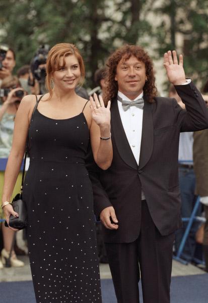 19 июля 1999 г. Владимир Кузьмин (справа) с супругой киноактрисой Верой Сотниковой (слева) на XXI Московском международном кинофестивале