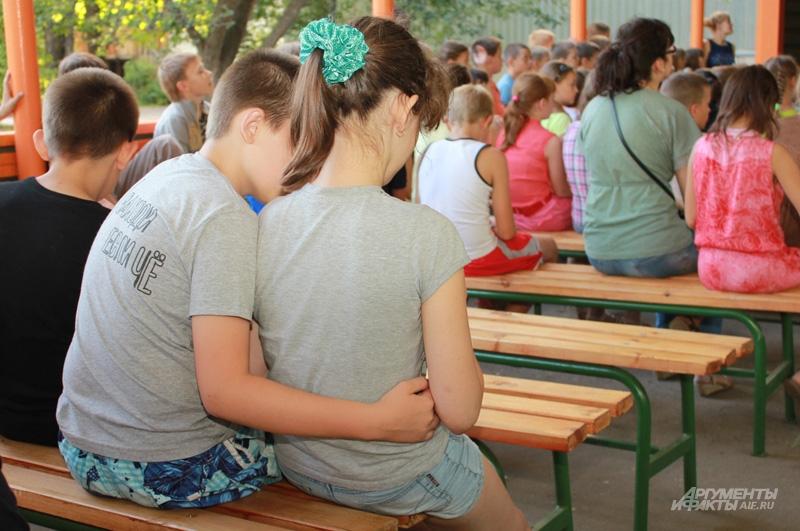 В детском лагере случается и первая любовь