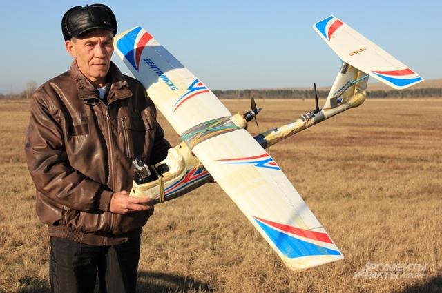 У авиамоделиста есть хобби снимать с высоты птичьего полёта видео высокого качества и монтировать ролики