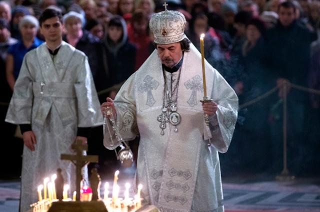 8 ноября, на 9-й день после авиакатастрофы, в Исаакиевском соборе Санкт-Петербурга прошла поминальная служба. Колокол собора звонил 224 раза - по числу погибших над Синайским полуостровом пассажиров и членов экипажа А321.