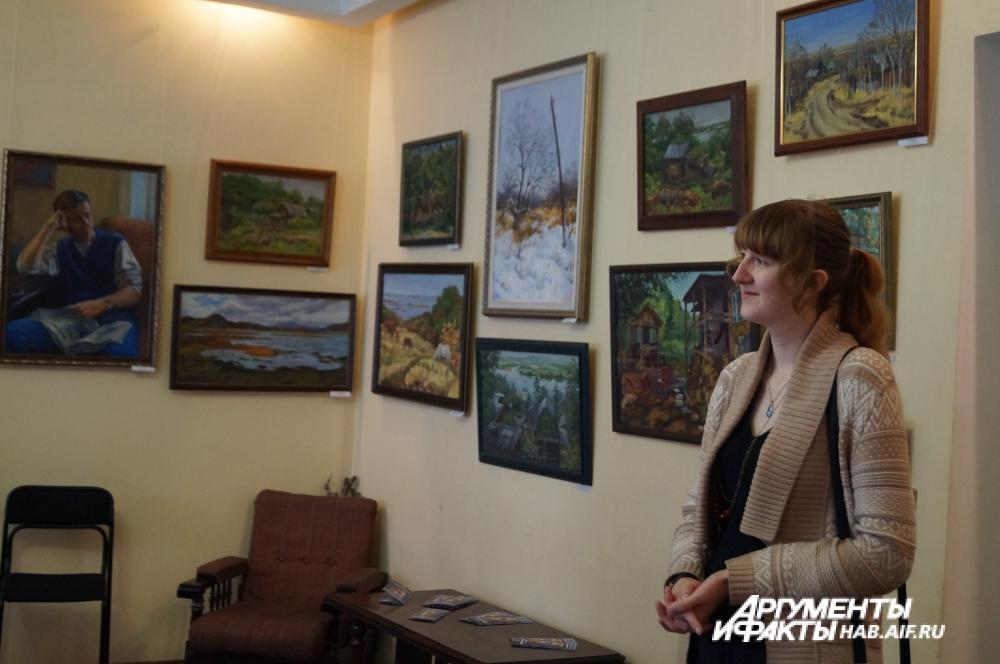 Для выставки Панёнкова отобрала работы, которые ей особенно по душе.