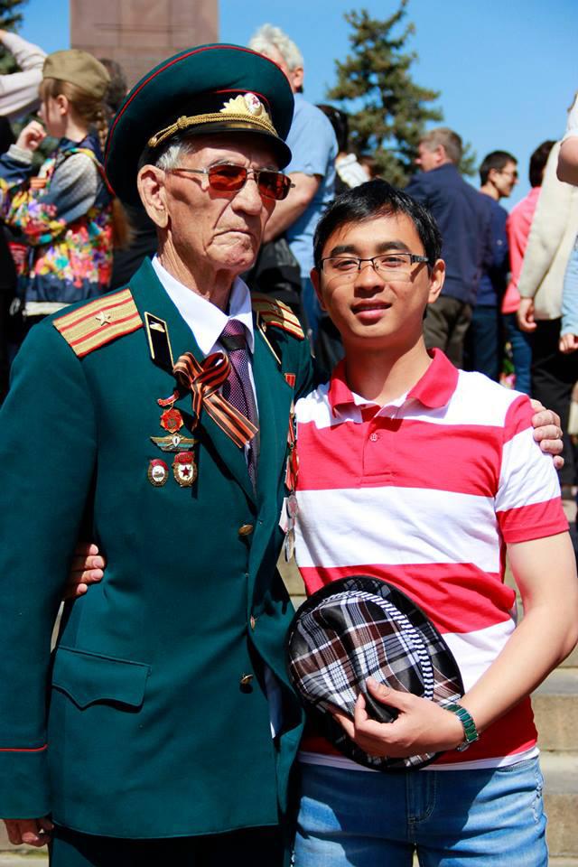9 мая в Волгограде. Студент из Вьетнама