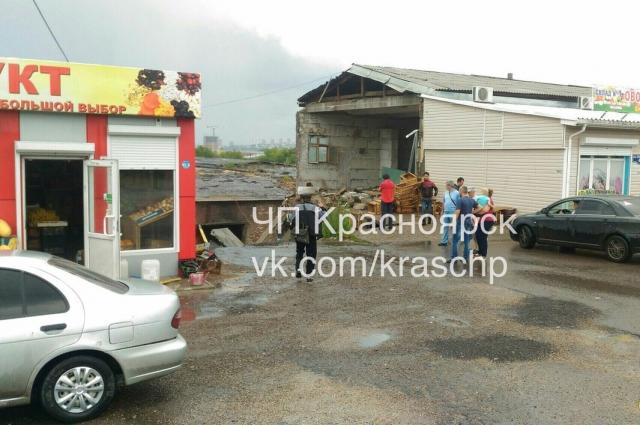 По предварительным данным, площадь обрушения составила 900 кв. метров.