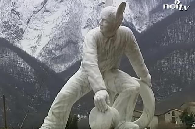 Монумент Франческо Скеттино.