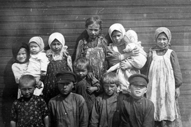 В стране бедой для страны в те годы была колоссальный уровень детской смертности.