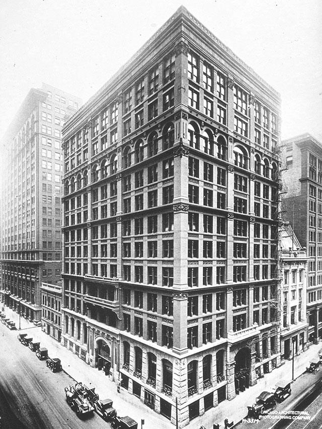 Первый небоскреб Home Insurance Building в Чикаго.