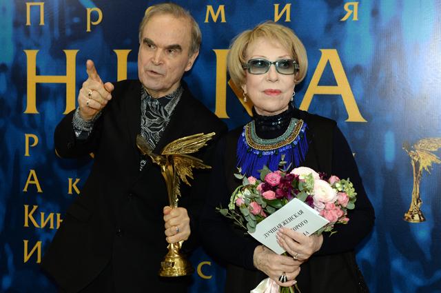 Глеб Панфилов и Инна Чурикова после XXIX церемонии вручения Национальной кинематографической премии «НИКА». 2016 г.