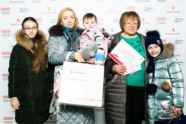 Евгения Казакова вместе с дочкой и тремя внучками полетела в Санкт-Петербург.