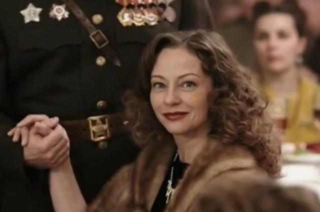 Евгения Добровольская в фильме «Пётр Лещенко. Всё, что было...» (2013)