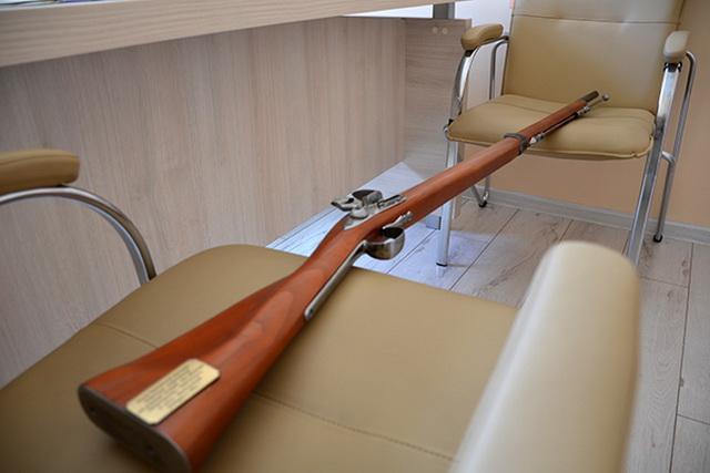 В прошлом году осуждённые изготовили копии британских винтовок Энфилд для театрализованной постановки.