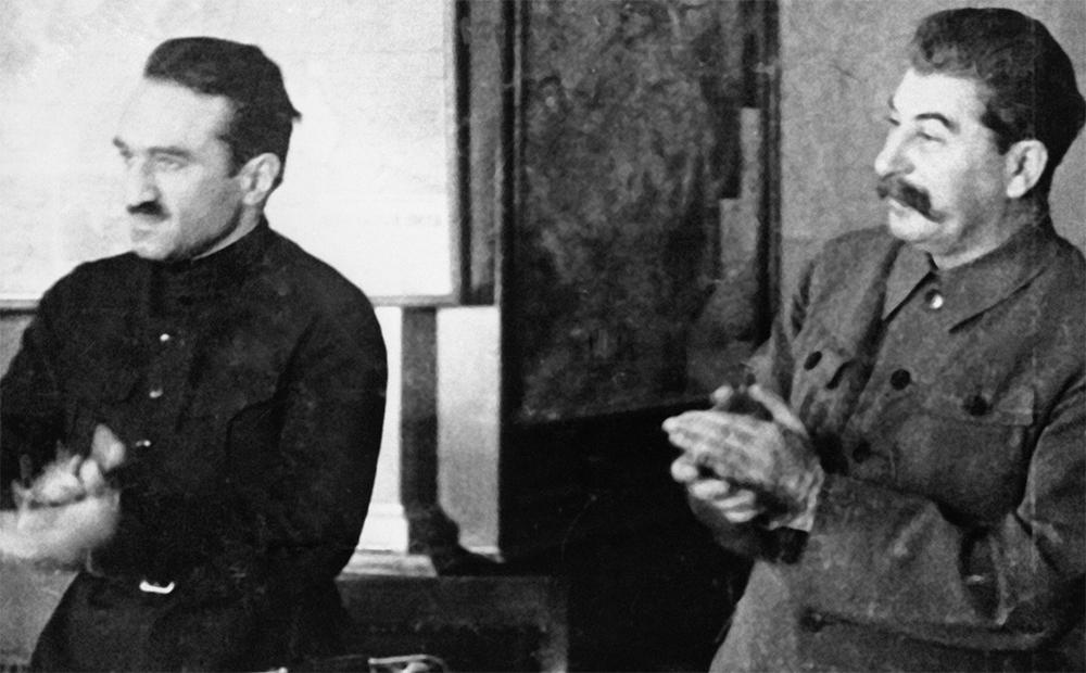 Генеральный секретарь ЦК ВКП (б) Иосиф Виссарионович Сталин и нарком пищевой промышленности СССР Анастас Иванович Микоян. 1935 год.