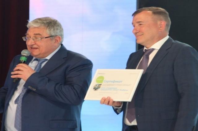 Лучшие сотрудники были награждены Почетными грамотами.