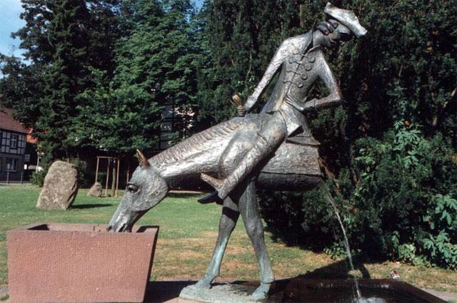 Памятник барону в Боденвердере, Германия