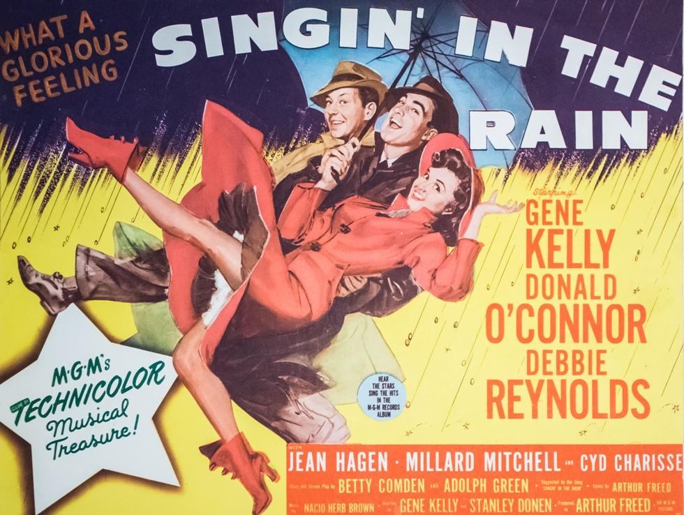 Афиша мюзикла «Поющие под дождём».