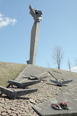Памятник экипажу Н. Ф. Гастелло на месте гибели бомбардировщика А. С. Маслова