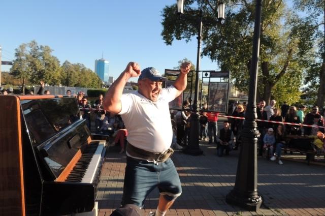 Эльбрус искренне радуется своему культурно-музыкальному рекорду.