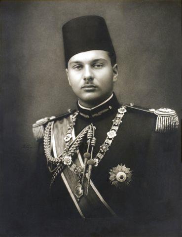 Дед - король Египта Фарук.