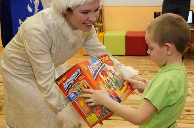 Каждый ребёнок получил свой долгожданный подарок.