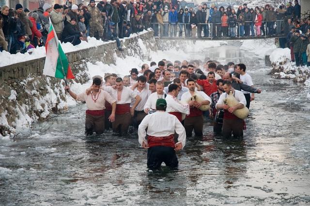 В Болгарии праздник называется Йордановден.