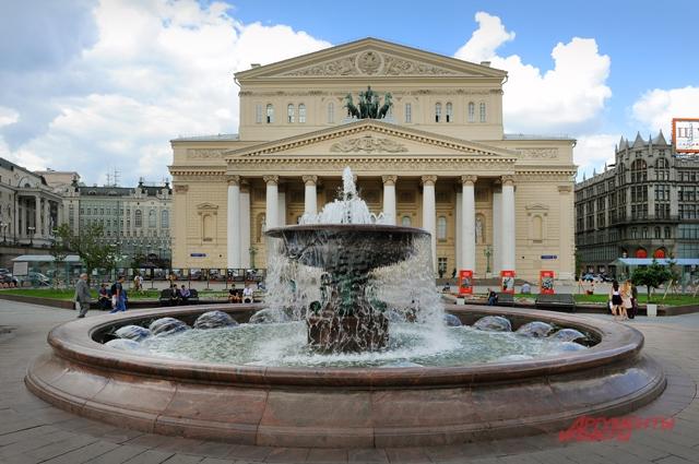 Фонтан Витали (бывший Петровский) на Театральной площади.