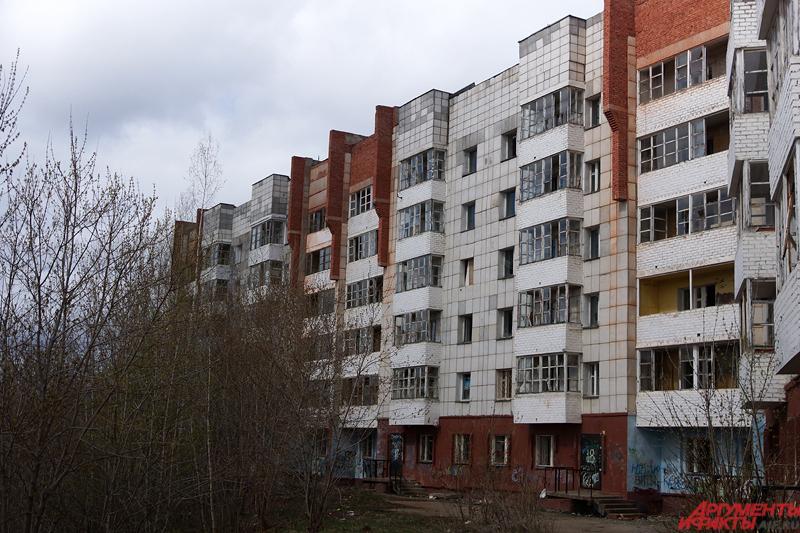 Многоэтажный дом был изначально построен с нарушениями в 1998 году.