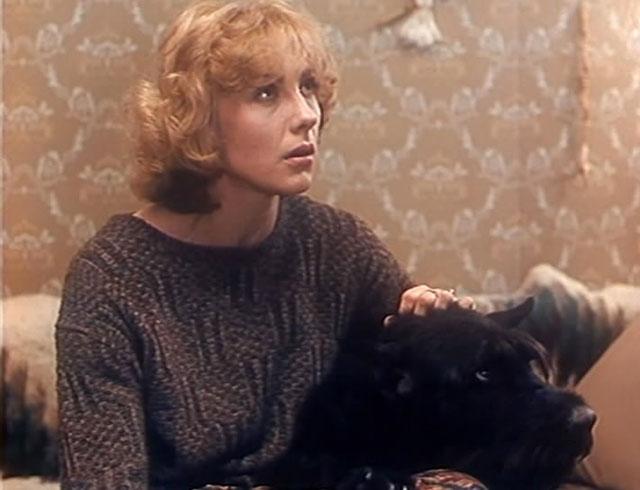 Кадр из фильма «Воспитание жестокости уженщин исобак» (1992).