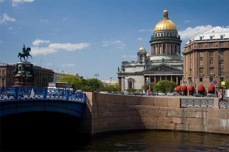 Синий мост через реку Мойку