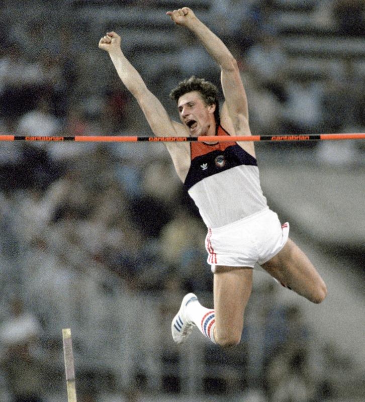 Сергей Бубка устанавливает новый мировой рекорд в прыжках с шестом (601 см) на Играх доброй воли, 1986 г.