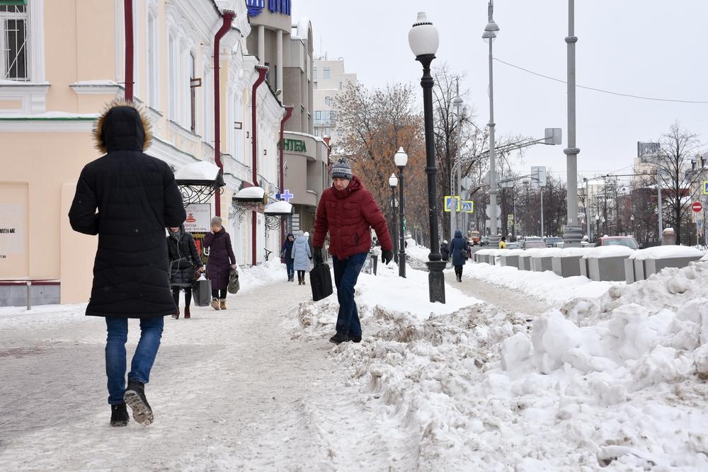 На протяжении февраля не убирался снег на центральном проспекте Ленина.