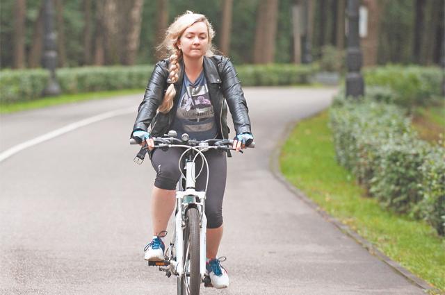 В Кременчугском сквере есть велодорожка длиной  600 метров.