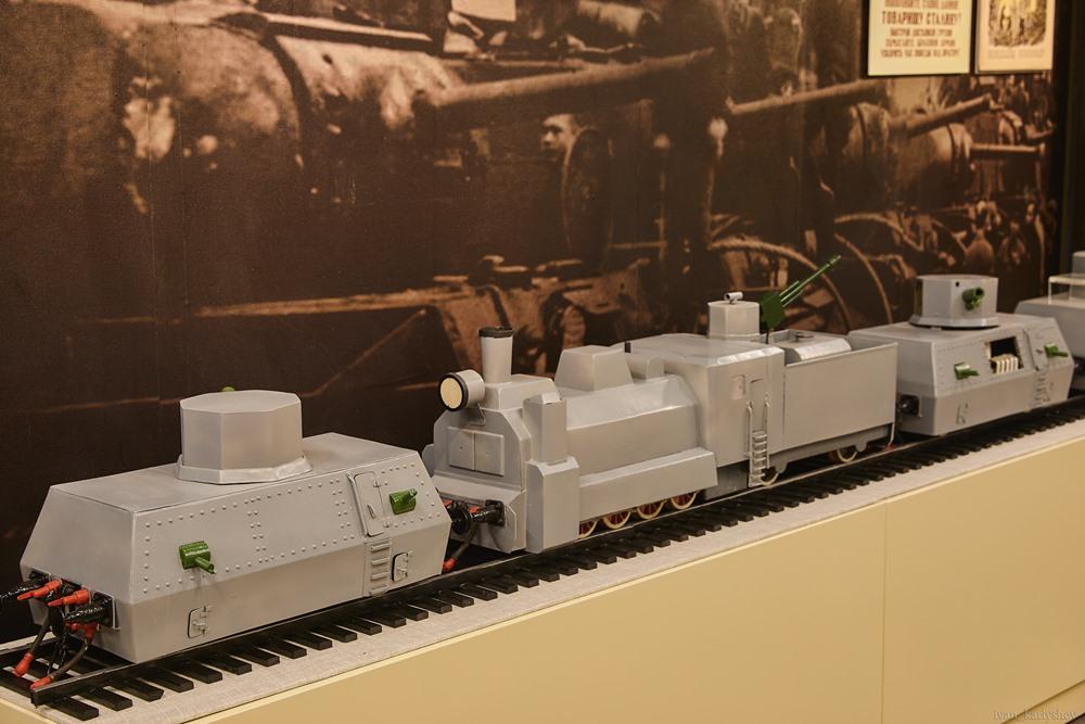 Макет бронепоезда.