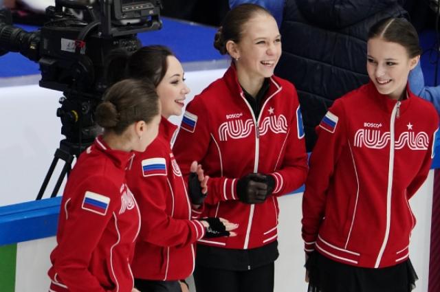 Российские фигуристки Елизавета Туктамышева, Александра Трусова и Анна Щербакова.