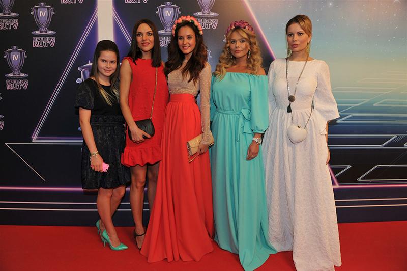 Участницы группы Блестящие Анастасия Осипова, Ксения Новикова, Надежда Ручка и Марина Бережная
