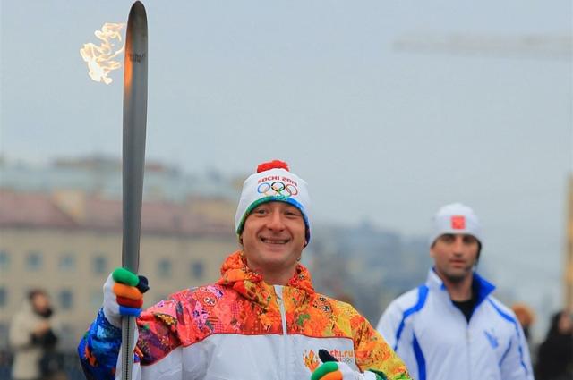 Евгений стал одним из факлоносцев Олимпийского огня. Санкт-Петербург. 2013 год