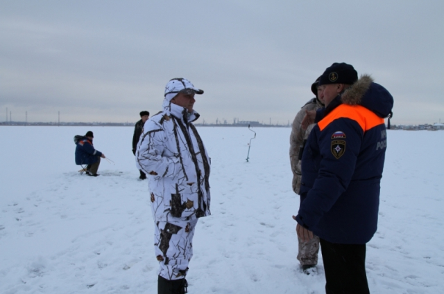 людям меры безопасности при выходе на лед, а также довести основные правила поведения на льду